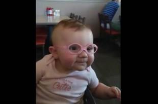 Δείτε την αντίδραση της μικρής όταν βλέπει για πρώτη φορά τους γονείς της !