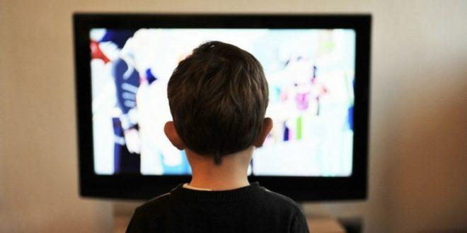 Βία στην τηλεόραση: Επίδραση στα παιδιά και τρόποι διαχείρισης